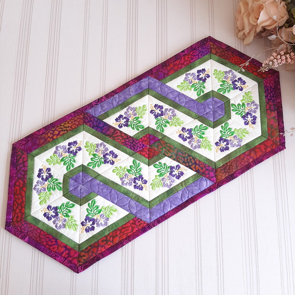 EWC158 - Hibiscus Triangle Frenzy Table Runner